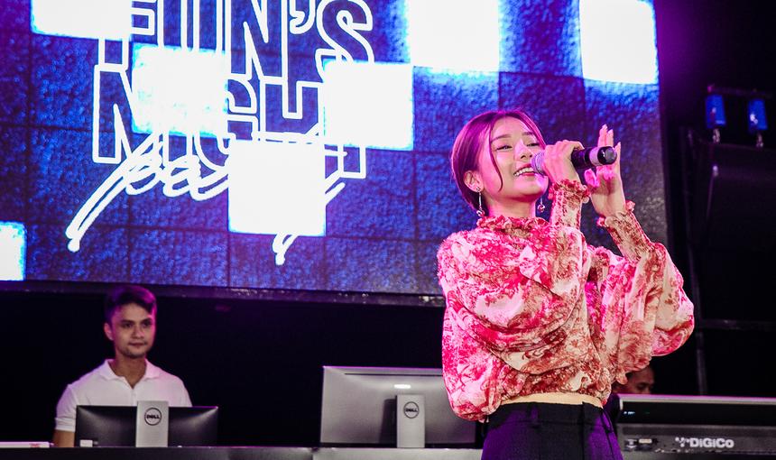 Ca sĩ Hoàng Yến Chibi tham gia góp vui cùng chương trình. Cô là một ca sĩ trẻ sở hữu một gương mặt đáng yêu và giọng hát ngọt ngào. Năm 2019 vừa qua cô còn đã lấn sân khá sâu vào lĩnh vực điện ảnh và đạt được những thành tích quan trọng, nhận được nhiều tình cảm của khán giả.