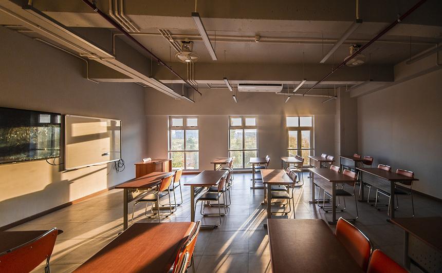 Khác với cơ sở cũ, campus quận 9 ngoài phòng học thông thường còn được trang bị phòng học chuyên dụng dành cho những môn yêu cầu sinh viên làm việc teamwork, thảo luận, tương tác với nhau.