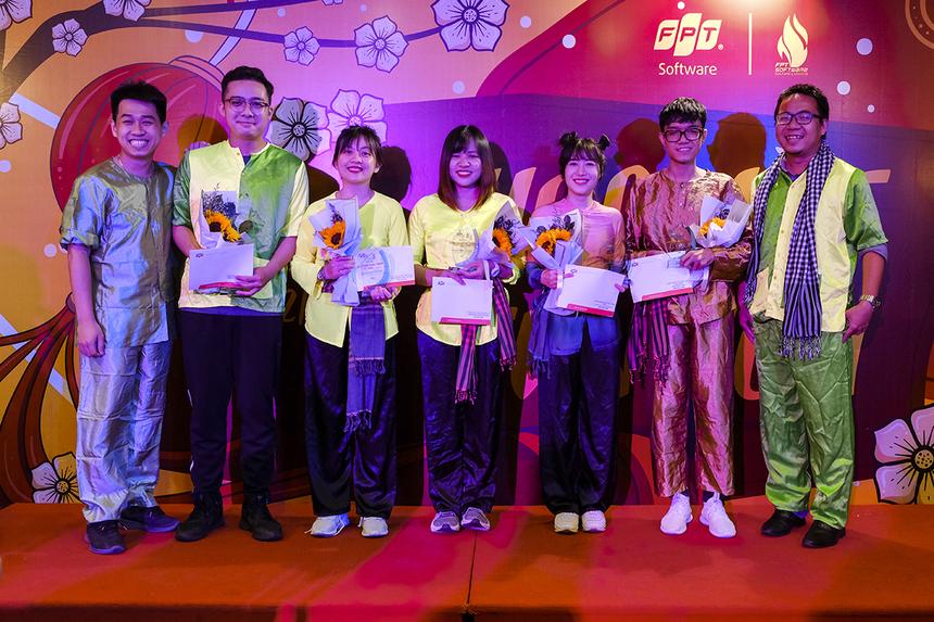 """Trong chương trình, BTC đã tiến hành khen thưởng 13 gương mặt xuất sắc cho danh hiệu """"Công đoàn viên tiêu biểu"""", là những người tích cực tham gia các hoạt động của công đoàn FPT Software HCM."""