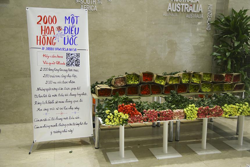2.000 hoa hồng do Phòng Văn hóa - Đoàn thể FPT Telecom mua từ những chủ nhà vườn ở Đà Lạt bị ảnh hưởng nghiêm trọng không bán được hoa trong dịp Valentine như mọi năm do ảnh hưởng từ dịch Covid-19.