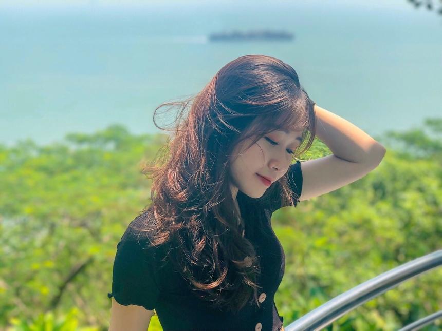 Nguyễn Linh Vy, sinh năm 1997, là nhân viên của Trung tâm kinh doanh Viễn thông quốc tế (thuộc FPT Telecom). Cô nàng bén duyên với FPT Telecom từ năm 2019. Mặc dù trẻ tuổi nhưng tinh thần ham học hỏi của Linh Vy được đồng nghiệp đánh giá cao.