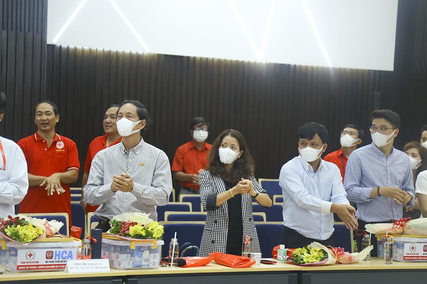Tại hội thảo, các đại biểu được hướng dẫn rửa tay đúng cách, giúp sát khuẩn, tuyên truyền đeo khẩu trang nơi công cộng và kiến thức cơ bản về cách thức lây nhiễm virus Covid-19.
