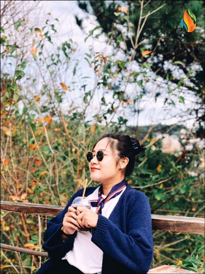 Nguyễn Quỳnh Anh là cán bộ hoạt động năng nổ của Tổng hội nhà Hệ thống. Năm 2019, chị được vinh danh với giải Ong vò vẽ - giải thưởng dành cho các cá nhân có hoạt động văn hoá - đoàn thể xuất sắc.