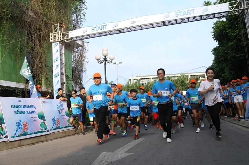"""Người FPT Software đã chạy 20 vòng trái đất để gây quỹ và trồng 20.000 cây xanh trên khắp Việt Nam và toàn cầu. Cộng đồng IT Việt Nam cũng tham gia """"Run for Green"""" để ủng hộ hoạt động ý nghĩa này. Ảnh: Cucumber."""