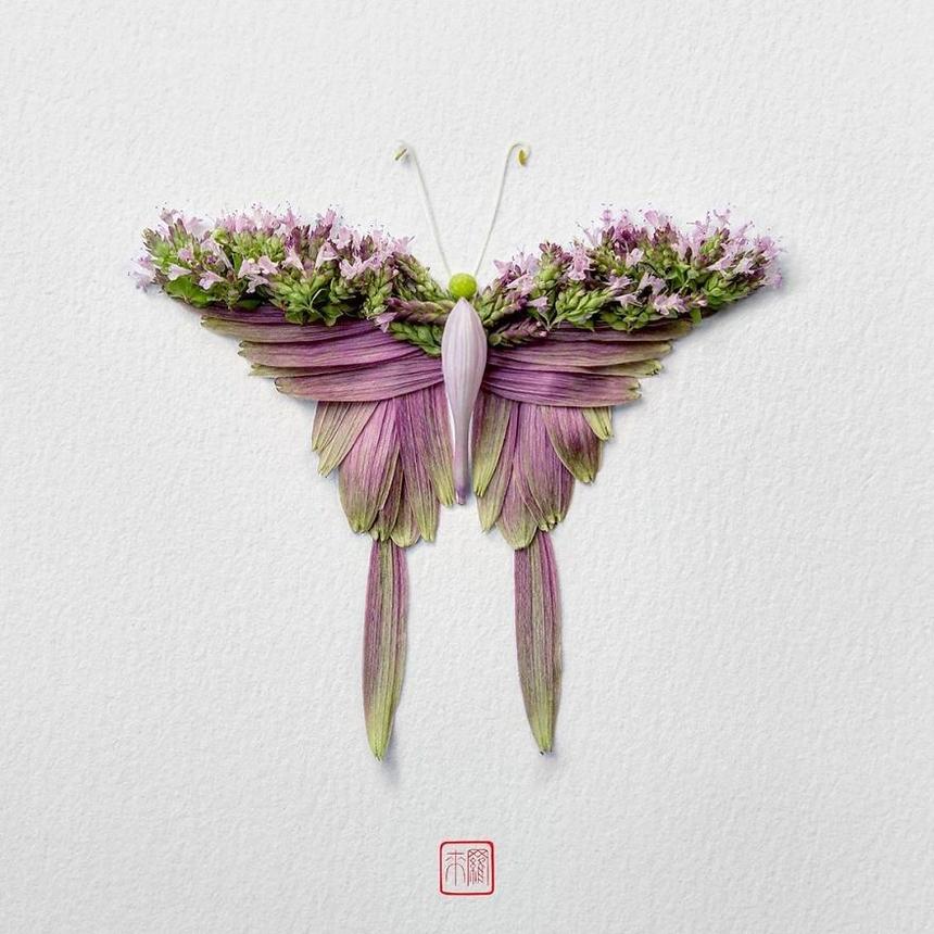 """""""Tất cả bắt đầu vào một ngày nọ, trời nổi gió làm rụng những cánh hoa khỏi bụi hồng phía sân sau nhà. Tôi nhặt chúng lên và thực hiện tác phẩm đầu tiên: một con bọ cánh từ cánh hoa hồng. Tôi cảm thấy quá trình này mang lại cảm giác thật bình yên nên tôi đã làm chúng mỗi sáng khi uống cà phê. Theo thời gian, điều này đã trở thành bản sắc nghệ thuật của tôi""""."""