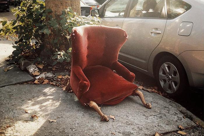 Tôi có thể kể lại bất cứ chuyện gì chiếc ghế này đang trải qua.