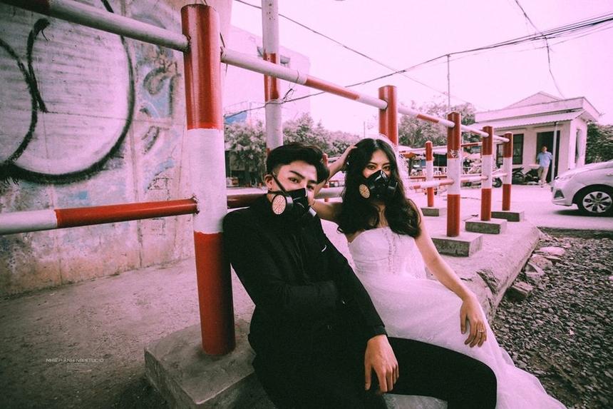 Bộ ảnh của Tuấn Anh được thực hiện bởi nhiếp ảnh gia Nguyễn Phan Trang, dưới sự hỗ trợ của bạn diễn Đỗ Minh Anh.