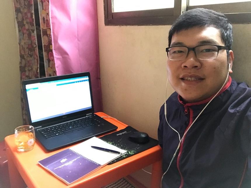 Đối với anh Chu Quang Hiếu - nhân viên FPT Telecom Hà Nội, làm việc tại nhà tiết kiệm và hạn chế thời gian ra đường. Bên cạnh đó, vị trí, không gian làm việc cũng chủ động, đảm bảo an toàn phòng tránh Covid-19.