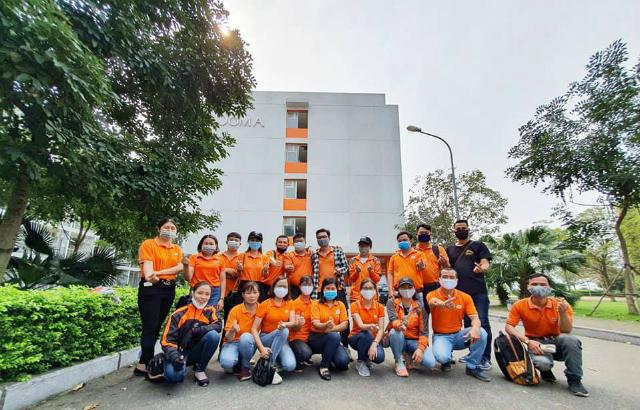 CBNV FPT dốc sức dọn sạch ký túc xá tại Đại học FPT làm nơi cách ly.