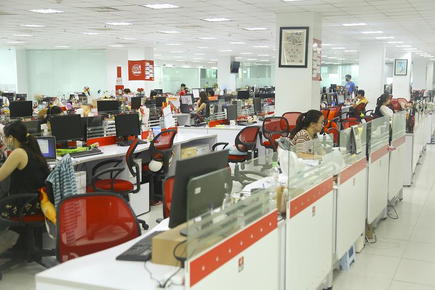 Trong ngày 26/3, văn phòng Sen Đỏ chỉ còn rất ít nhân viên đến thu xếp công việc, dọn dẹp chỗ làm và mang những vật dụng cần thiết về nhà.