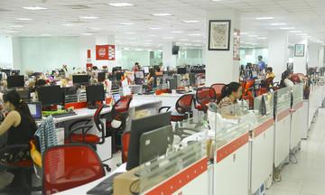 Làm việc tại nhà, CBNV Sen Đỏ bê cả máy tính về
