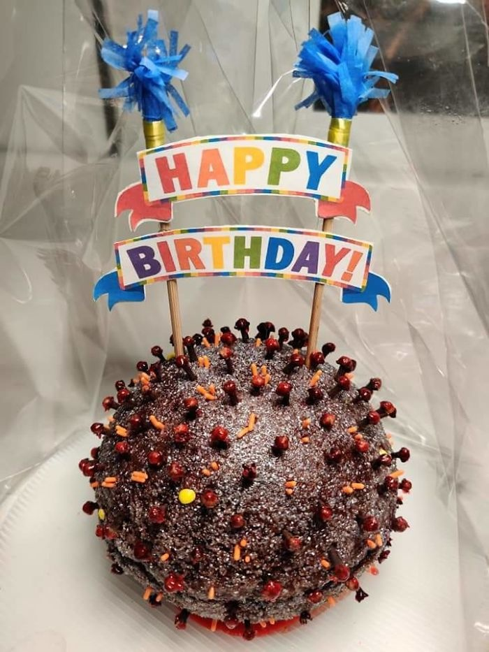 Bạn tôi nhận được một chiếc bánh sinh nhật coronavirus.