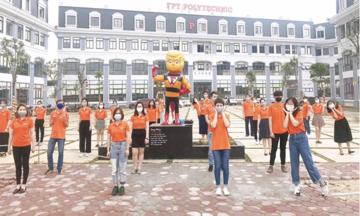 FPT Polytechnic nhảy flashmob 'Đánh bay Covid' trên toàn quốc
