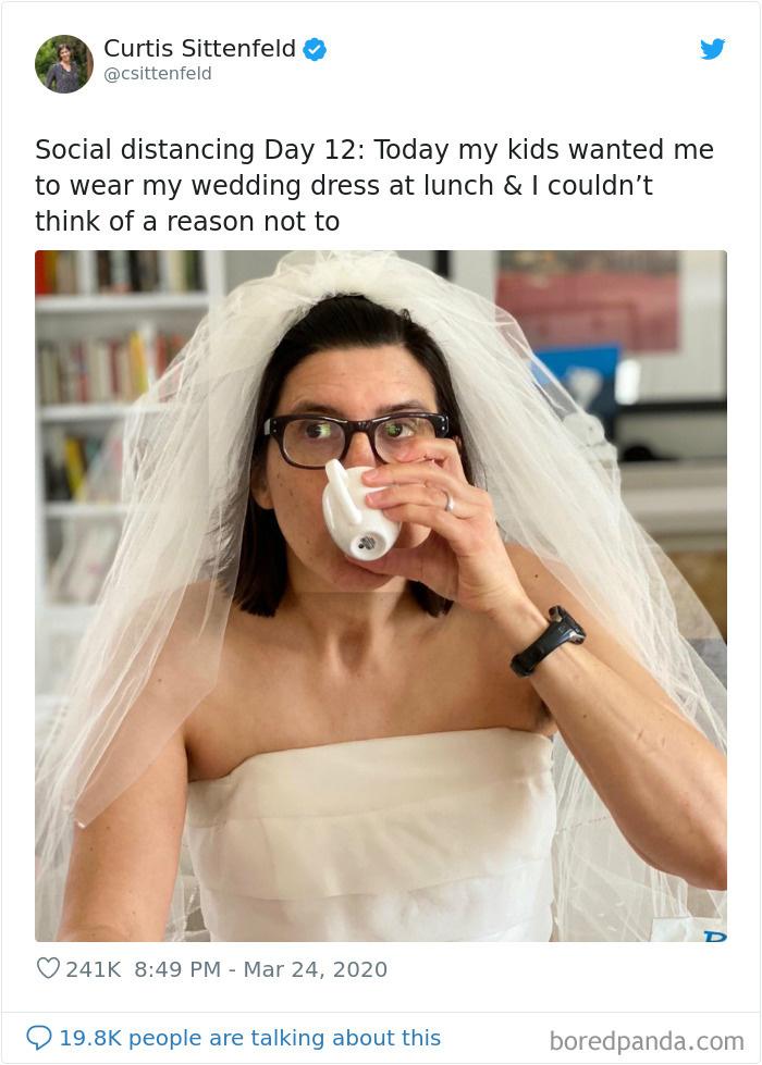 """<p class=""""Normal""""> Cách ly xã hội ngày 12: Hôm nay mấy đứa nhỏ muốn tôi mặc váy cưới vào bữa trưa và tôi không thể nghĩ ra được lý do từ chối.</p>"""