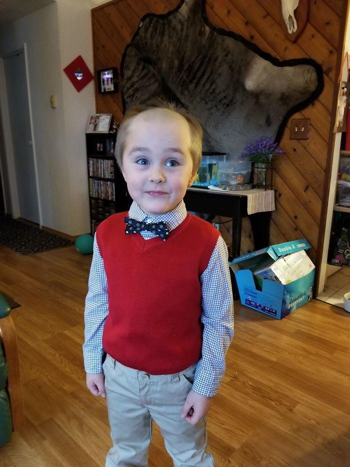 """<p class=""""Normal""""> Hôm qua đứa nhỏ nhà tôi tự cắt tóc.</p>"""