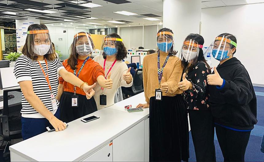 Ngày 29/3, CEO FPT Nguyễn Văn Khoa đã kêu gọi người FPT tiếp tục phòng chống dịch với các biện pháp trong đó có đội mũ chống giọt bắn bên cạnh các biện pháp khác như rửa tay thường xuyên, chủ động khử, sát khuẩn xung quanh vị trí làm việc của mình, đeo khẩu trang nơi công cộng…