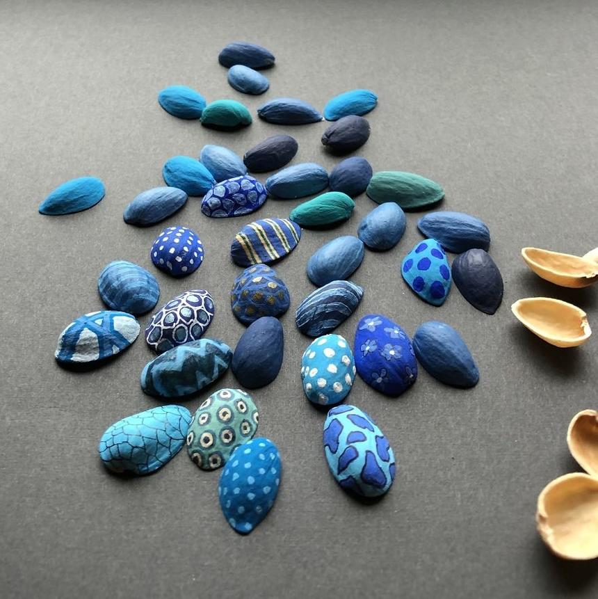 Ngày 10: Vỏ sò Vỏ hạt dẻ cười, màu acrylic.