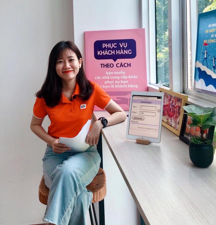 Lê Thị Lệ Thanh, được gọi với cái tên Thanh Thanh là nữ MC của chương trình LuckyDraw hay 'Chuyện ngành chuyện khách' được phát sóng hằng tuần trên Workplace dành cho khối dịch vụ khách hàng - FPT Telecom.Thanh Thanh được nhiều đồng nghiệp yêu mến không chỉ nhờ khả năng dẫn chương trình duyên dáng, nét mặt ưu nhìn mà còn bởi vì trong công việc, cô nàng luôn tràn đầy năng lượng và nhiệt huyết.