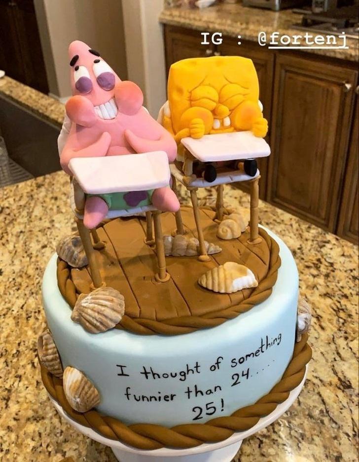 Hôm qua là sinh nhật tôi 25 tuổi. Chồng tôi là thợ làm bánh ngọt và anh ấy làm tặng tôi chiếc bánh này.