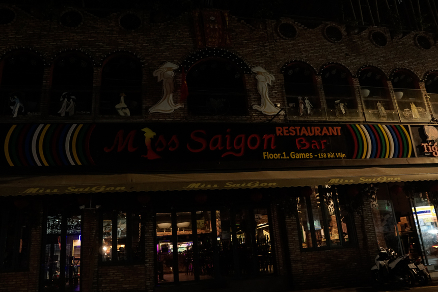 Một số quán mở nhưng số lượng khách vẫn ít ỏi.