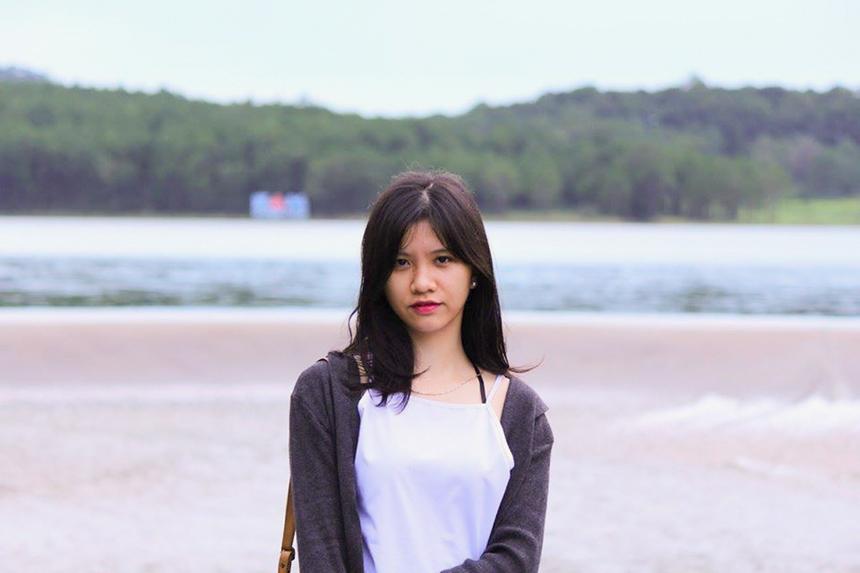 """Phí Phương Anh (sinh năm 1993, quê Thái Bình), bén duyên với nhà F từ năm 2018 và hiện là cán bộ tuyển sinh của ĐH FPT Hà Nội. Cô nàng trở nên nổi tiếng trong vai trò admin của fanpage """"Tôi ghét hóa học""""."""