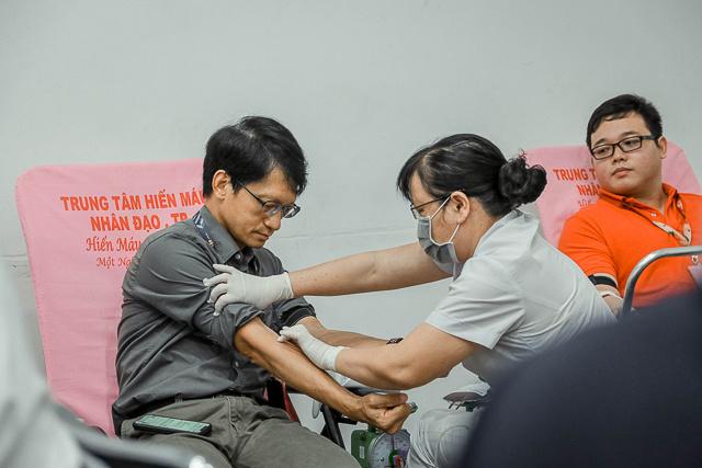 Giám đốc Chuyển đổi số FPT Software Đào Duy Cường có mặt trong đội ngũ tham gia hiến máu.