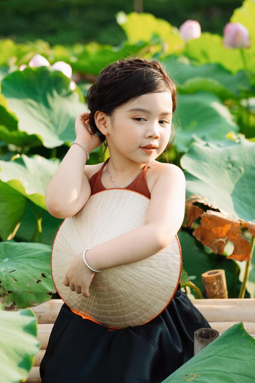 Chị Loan bày tỏ, chỉ mong con luôn tận hưởng quãng thời gian thơ bé để vui hết mình, trải nghiệm tuổi thơ bằng các kỷ niệm từ hình ảnh.