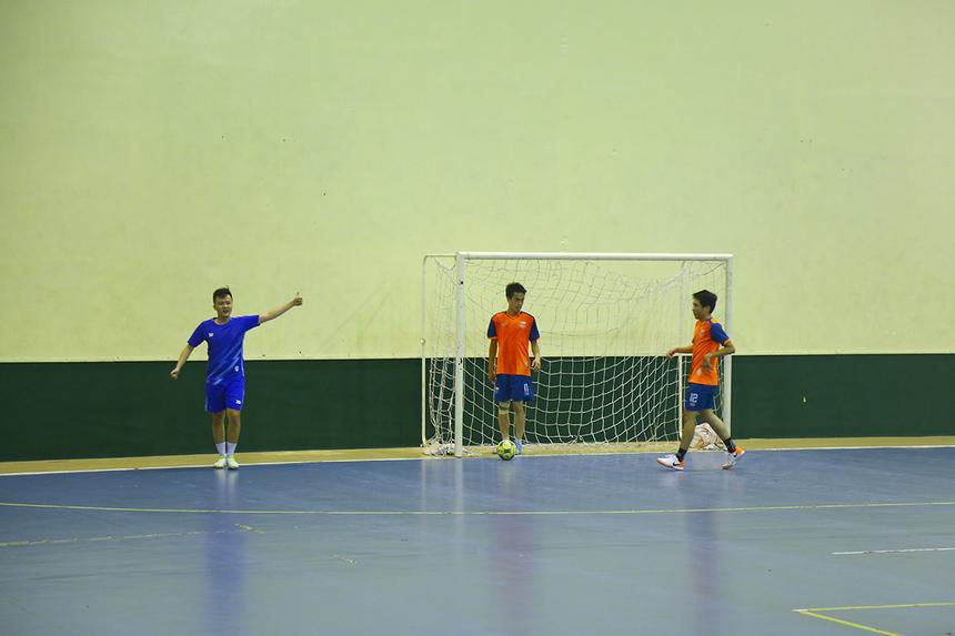 Bước ngoặt trận đấu đến vào phút 19 khi GMC có được bàn mở tỷ số từ pha dứt điểm của số 7 Nguyễn Văn Đức. Hai đội tạm rời sân với tỷ số 1-0 nghiêng về các cầu thủ áo xanh.