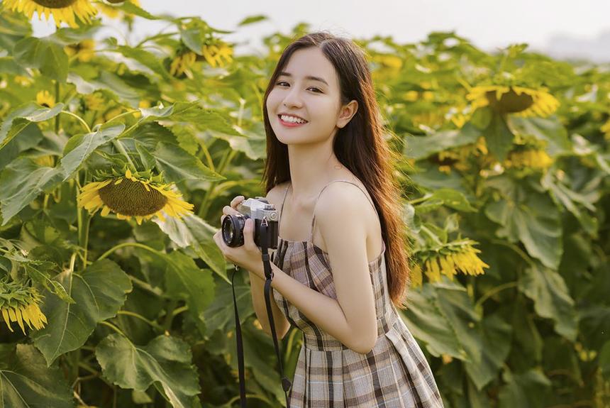 Trang Facebook cá nhân của nữ sinh đến từ Thanh Hóa có hơn 5.000 lượt follow. Ngoài ra, Instagram của Mai Linh cũng thu hút gần 7.000 người theo dõi.