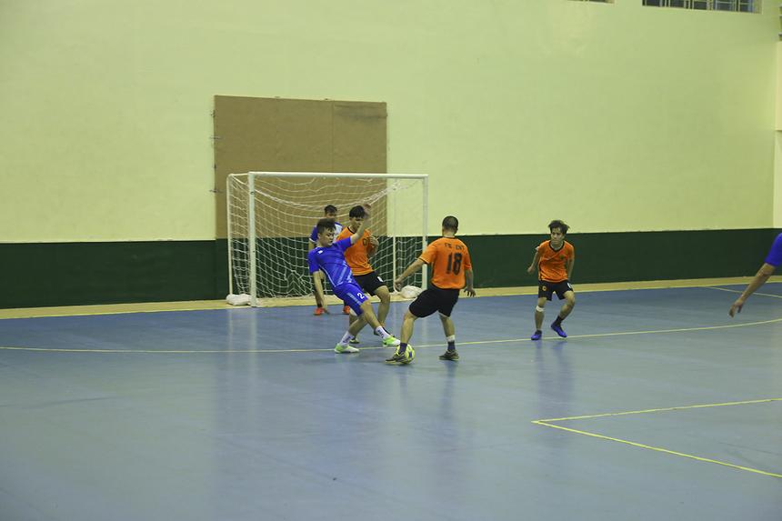Cả hai đội đều có nhiều cơ hội rõ rệt tiếp cận khung thành đối phương trong suốt hai hiệp đấu. Tuy nhiên, các cầu thủ đều không thể tận dụng được để kết liễu trận đấu.