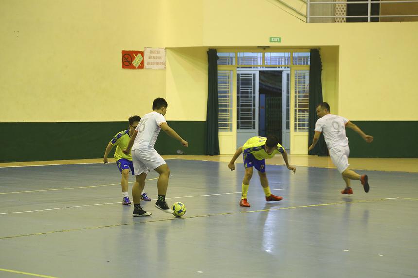 Trong những phút còn lại của hiệp 1, SRV tiếp tục cho thấy sức mạnh vượt trội với hai bàn thắng nữa do công của Vũ Trần Quốc Thái và Hoàng Trong Nghĩa để khép lại 20 phút đầu tiên với lợi thế 5-1.
