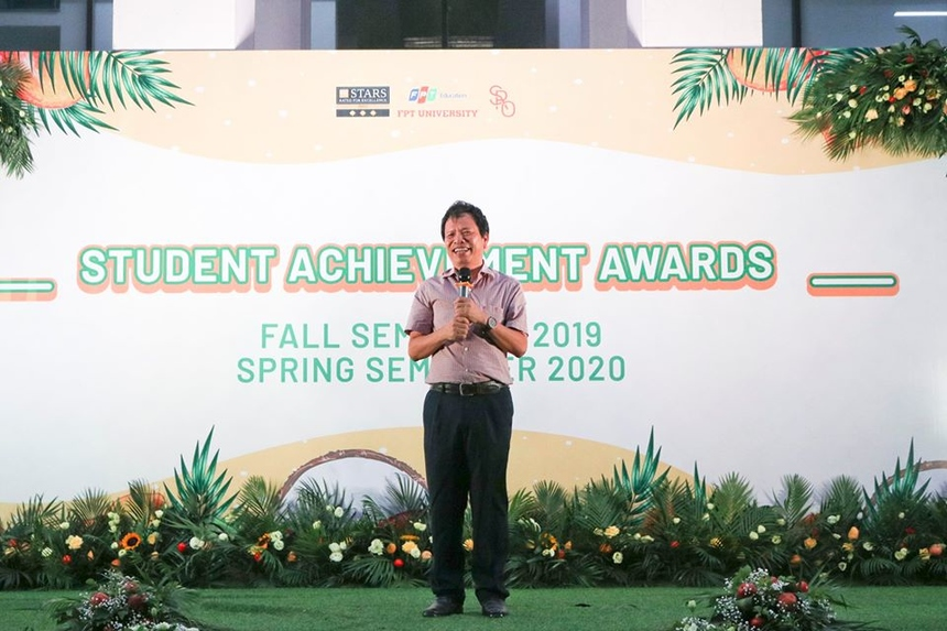 Phó Giám đốc ĐH FPT Hà Nội đã dành lời khen cho những nỗ lực, cố gắng của sinh viên trong suốt hai học kỳ, đặc biệt trong giai đoạn nhà trường triển khai học online do bùng phát dịch Covid-19.