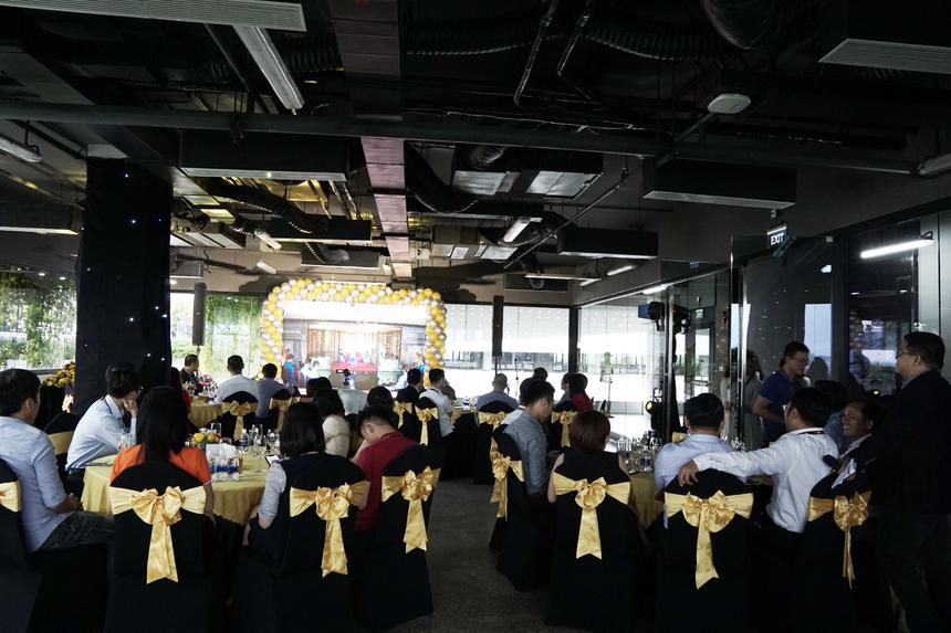 Tham dự chương trình từ xa, anh Lê Xuân Giao - nhân viên dự án DecoCakes (FHN.FHS) vẫn cảm thấy hạnh phúc khi tên mình được gắn ở sảnh Hạt gạo. Sau khi nhận được tiền thưởng từ công ty, anh Giao sẽ chia sẻ niềm vui với gia đình và có màn 'chill' cùng đồng nghiệp trong dự án.