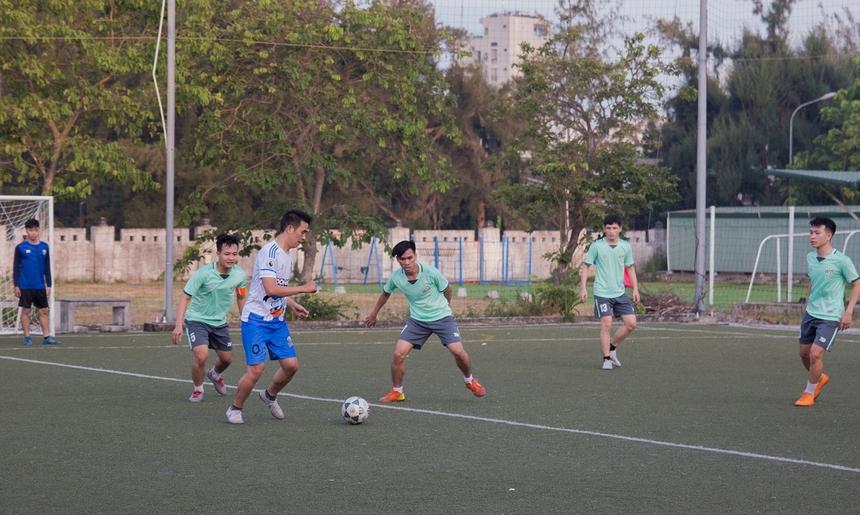 Chiều 29/6, loạt trận bán kết giải bóng đá DPS Super Cup chứng kiến cuộc tranh tài đầy gay cấn giữa đương kim vô địch DPC và BCN. Hai đội bước vào trận đấu với quyết tâm cao nhất giành tấm vé vào chơi trận cuối cùng của giải.