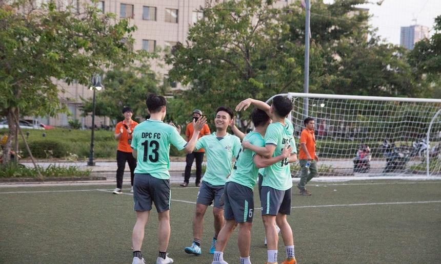 Lách qua cánh cửa hẹp, DPC giành tấm vé cùng với TOXIC vào chơi trận chung kết vào lúc 17h30 ngày 1/7 trên sân vận động tòa nhà FPT, khu công nghiệp An Đồn, quận Sơn Trà. Trong trận đấu cùng giờ, TOXIC đã có chiến thắng nhẹ nhàng với tỉ số 2-0 trước đối thủ ZEN.