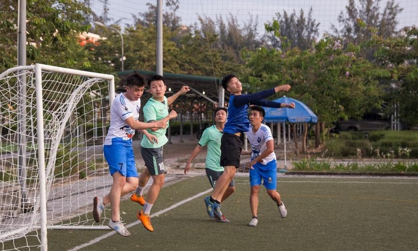 Với tư cách là đội đương kim vô địch, DPC được đánh giá có phần nhỉnh hơn. Sau loạt trận vòng bảng, DPC ghi được 11 bàn thắng và chỉ để lọt lưới 2 bàn. Trong khi, BCN được đánh giá là 'hiện tượng' gây nhiều bất ngờ tại giải.
