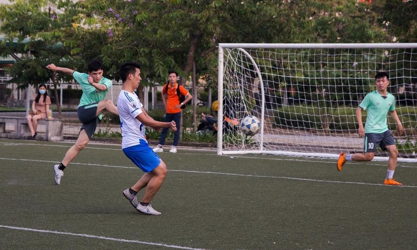 Phút thứ 27, cầu thủ Nguyễn Hữu Tính bên phía DPC tạo ra bước ngoặt của trận đấu. Anh chớp thời cơ rất nhanh ngay trước khung thành, sút bóng hạ gục thủ môn BCN. Sau bàn thua, BCN tổ chức dâng cao tấn công. Tuy nhiên tỉ số 1-0 nghiêng về DPC được giữ cho đến hết hiệp 1.