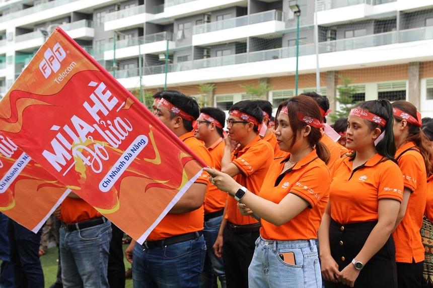 """""""Mùa hè đỏ lửa"""" là chiến dịch được FPT Telecom phát động toàn quốc . Mục tiêu trọng tâm hướng đến phát triển thuê bao, giảm rời mạng. Các vùng kinh doanh và chi nhánh sẽ đồng loạt ra quân, đầu tư mạnh mẽ vào hạ tầng, linh hoạt trong các chính sách hỗ trợ kinh doanh, thúc đẩy tinh thần CBNV thông qua các hoạt động cụ thể."""