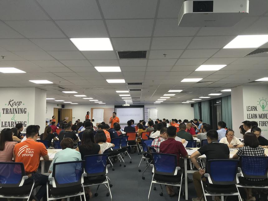 Tối ngày 1/7, môn học FPT Way I của chương trình MiniMBA khóa 2020 - 2021 diễn ra với sự tham dự của Chủ tịch Trương Gia Bình. Chương trình bắt đầu tại phòng Leng Keng, Detech Tower II, Hà Nội.