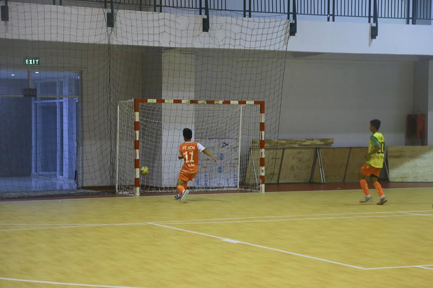 Không những vậy, phút 39, các cầu thủ nhà Giáo dục còn nhận thêm bàn thua thứ 7 từ số 17 Phạm Nguyễn Thanh Long.