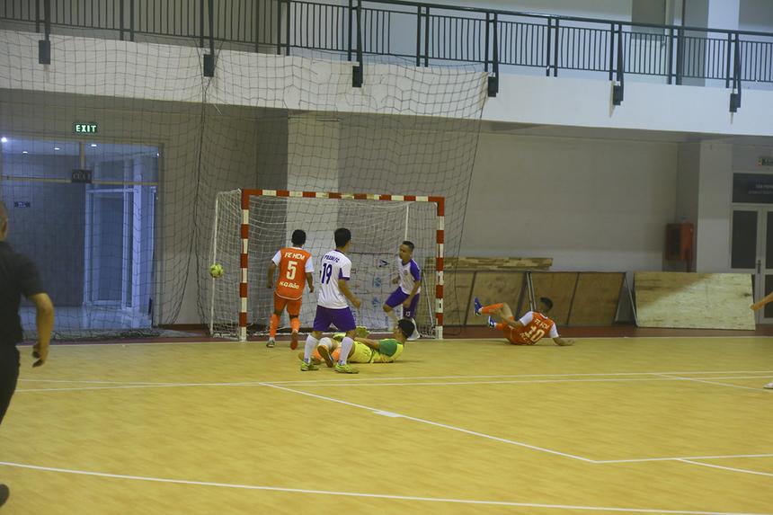 Ngay đầu hiệp 2, TP Bank đã sớm có bàn nâng tỷ số lên 2-1 nhờ công của số 4 Nguyễn Hoàng Diệu Thương, ở phút 24. Bàn thắng châm ngòi cho màn hủy diệt của TP Bank.