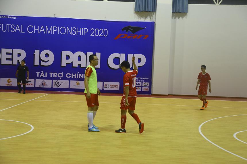 Phút 35, đội trưởng Võ Minh Trí dứt điểm chính xác, nhân đôi cách biệt cho FPT Telecom. Chỉ hai phút sau, cầu thủ dự bị Hoàng Mạnh Thắng nâng tỷ số lên 3-0 ngay sau khi được cho vào sân.