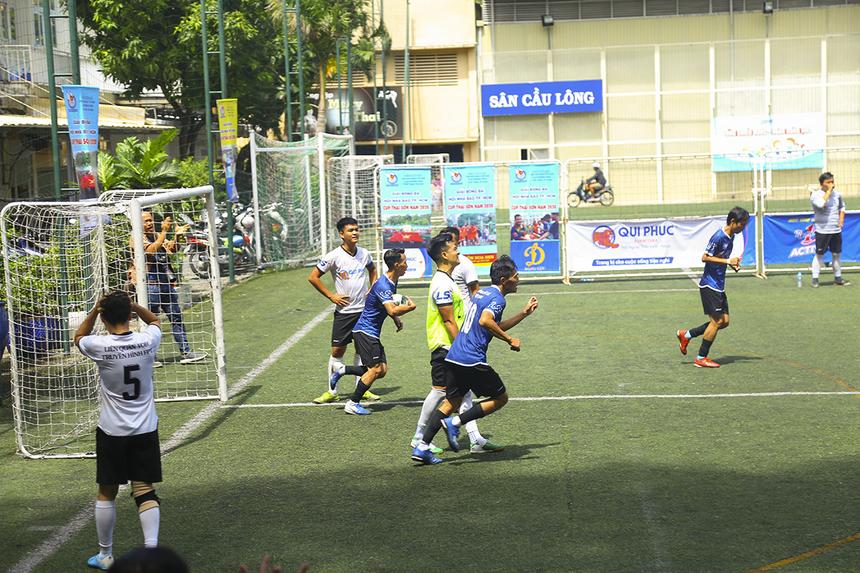 Tưởng chừng trận đấu sẽ khép lại ở tỷ số 3-1 thì phút 39, số 10 Việt Hằng có pha solo rút ngắn cách biệt xuống còn 2-3 cho Thông tấn xã. Tuy nhiên, thời gian còn lại của trận đấu không đủ để các cầu thủ áo xanh lội ngược dòng.