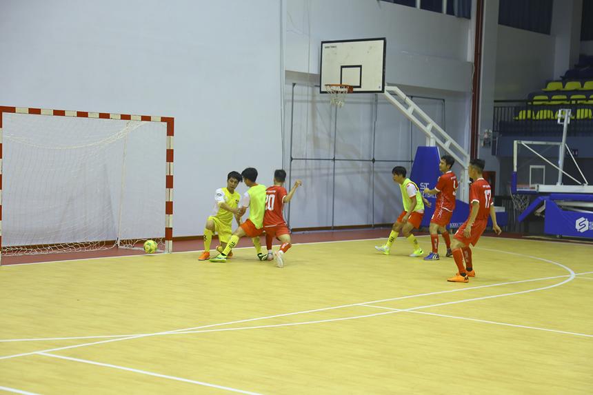 Mải mê dâng cao, đến phút 36, Synnex FPT tiếp tục nhận bàn thua thứ 5. Cầu thủ số 20 Nguyễn Duy Quốc bên FPT Telecom có pha xâm nhập và tì đè tốt, dứt điểm vào góc gần, nâng tỷ số lên 5-0.