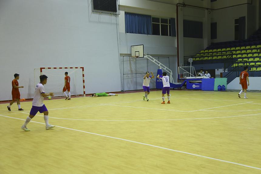 Bước sang hiệp 2, TP Bank bất ngờ có được bàn gỡ hòa 2-2 chỉ sau hai phút, do công của số 29 Nguyễn Ngọc Thanh Tuyến.
