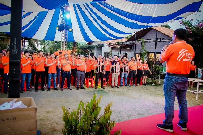 Sau 10 năm phát triển, FPT Telecom Gia Lai có 4 phòng Giao dịch: 1 trụ sở chính tại TP Pleiku và 3 điểm Giao dịch tại huyện: Chư Sê, An Khê, Đăk Đoa. Chi nhánh có 3 phòng kinh doanh, 1 phòng kỹ thuật và phòng Dịch vụ khách hàng.