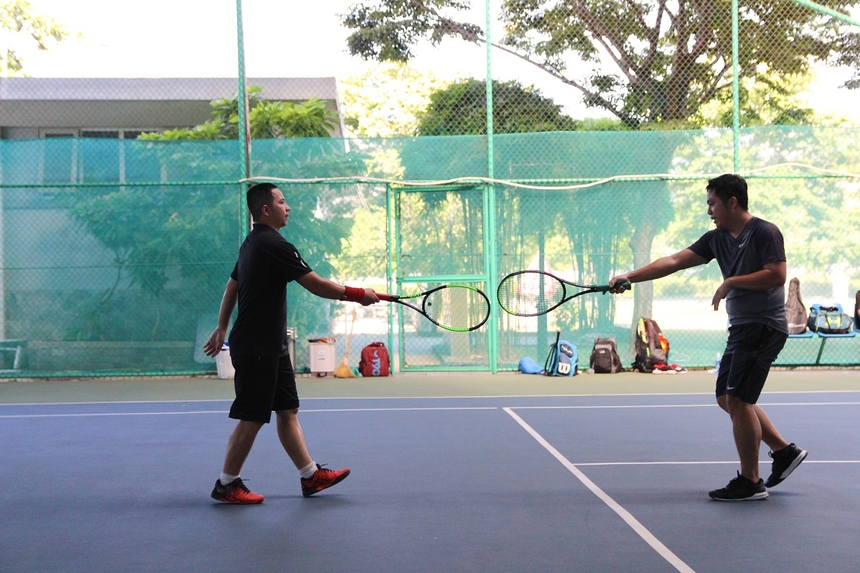 Song, trong một ngày thi đấu rất xuất sắc, kèm một chút may mắn, tay vợt Minh Sơn, Công Triêm liên tục ghi điểm bằng những cú đánh uy lực về góc xa.