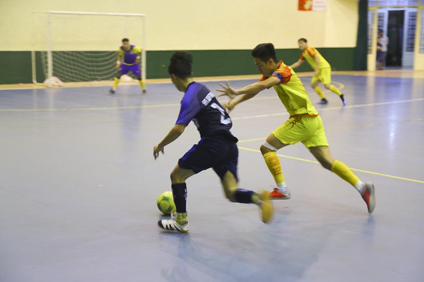 Trận cầu được chờ đợi nhất vòng 4 là cuộc đấu cho ngôi nhất bảng A giữa FPT IS (áo vàng, 7 điểm/3 trận) và FPT Software (áo xanh, 6 điểm/2 trận).Trong đó, FPT IS buộc phải thắng để nắm quyền tự quyết.