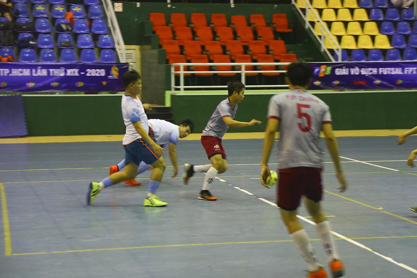 Phút thứ 4, số 16 Nguyễn Hữu Hoàng giúp FPT Online mở tỷ số. Tuy nhiên, đến phút 18, trận đấu trở về thế cân bằng khi số 20 Phạm Trung Hoài gỡ hòa 1-1 cho nhà Bán lẻ.