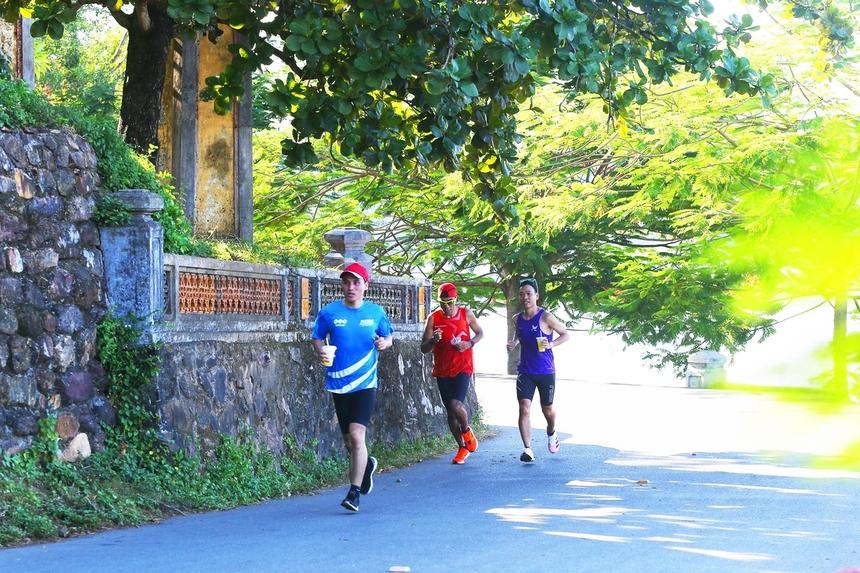 Các runner sẽ chạy qua chùa Thiên Mụ, ngôi chùa có lịch sử hơn 400 năm. Đây hứa hẹn là một điểm check-in thú vị cho các vận động viên tham dự giải.